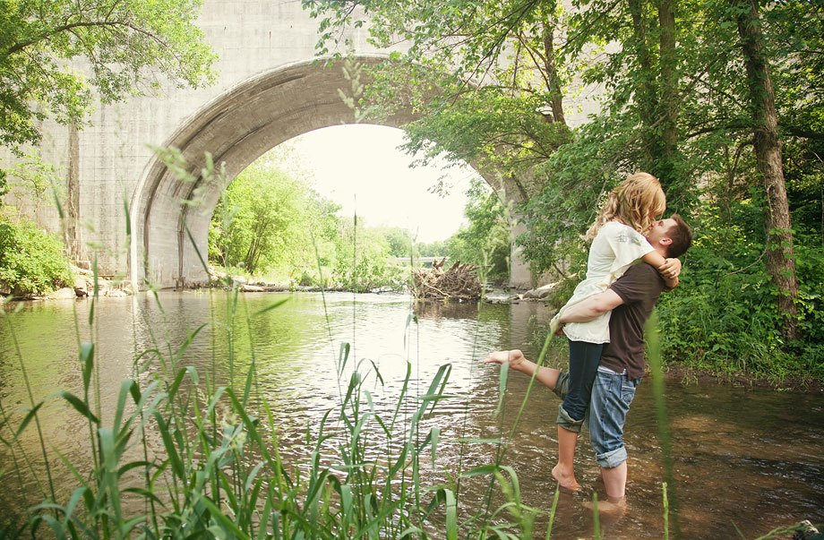 kiss-amazing-engagement-photos-naperville-river